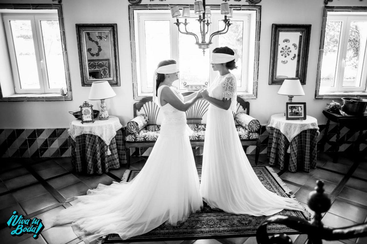 Fotos emotivas de boda. Boda de chicas en Marques de Vargas. Boda civil